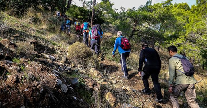 Antalya'da Doğaseverler Faselis Antik Kenti'ne Yürüdü