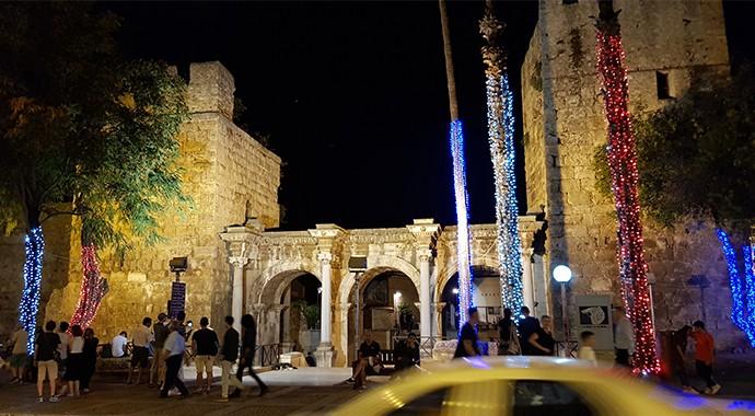 Antalya Yılbaşına Hazırlanıyor